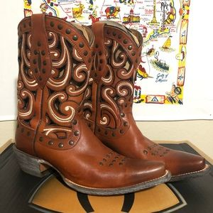 Women's leather Ariat western boot